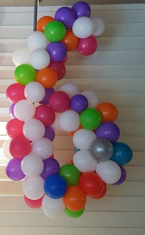 Ballonnen getal 6 foto