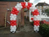 Ballonnen boog dubbel of meer gestapeld