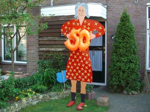 Sara Bord met rode jurk foto
